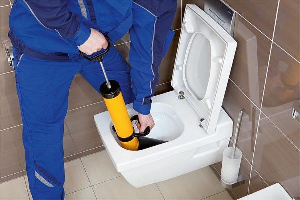 Колко ще ни струва професионалното отпушване на тоалетна чиния